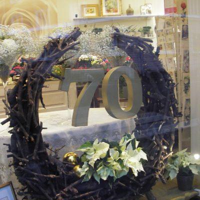 Liikkeen 70-vuotisjuhlan ikkunasomistus syksyllä 2013