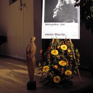 Muistokonsertin kukkakoriste Sibeliusakatemiassa.