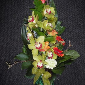 Surukimppu orkideasta ja minigerberoista