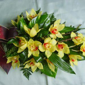 Hautavihko keltaisesta orkideasta