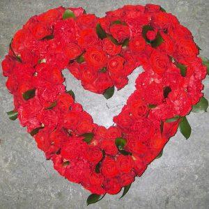 Sydän ruusuista ja neilikoista