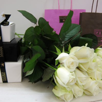 Kotimaista suklaata kukkalähetyksen mukana