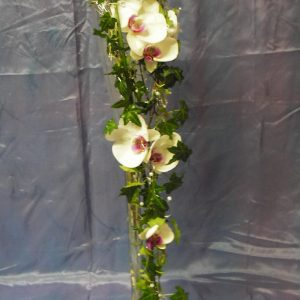 Pitkä, valuva morsiuskimppu orkideasta